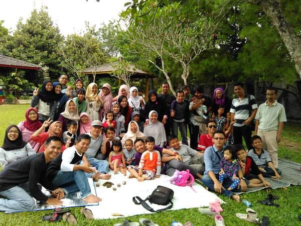 kumpul keluarga di taman wiladatika