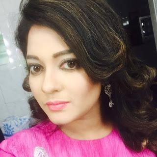 Shampa Hasnine Bangladeshi Actress Selfie