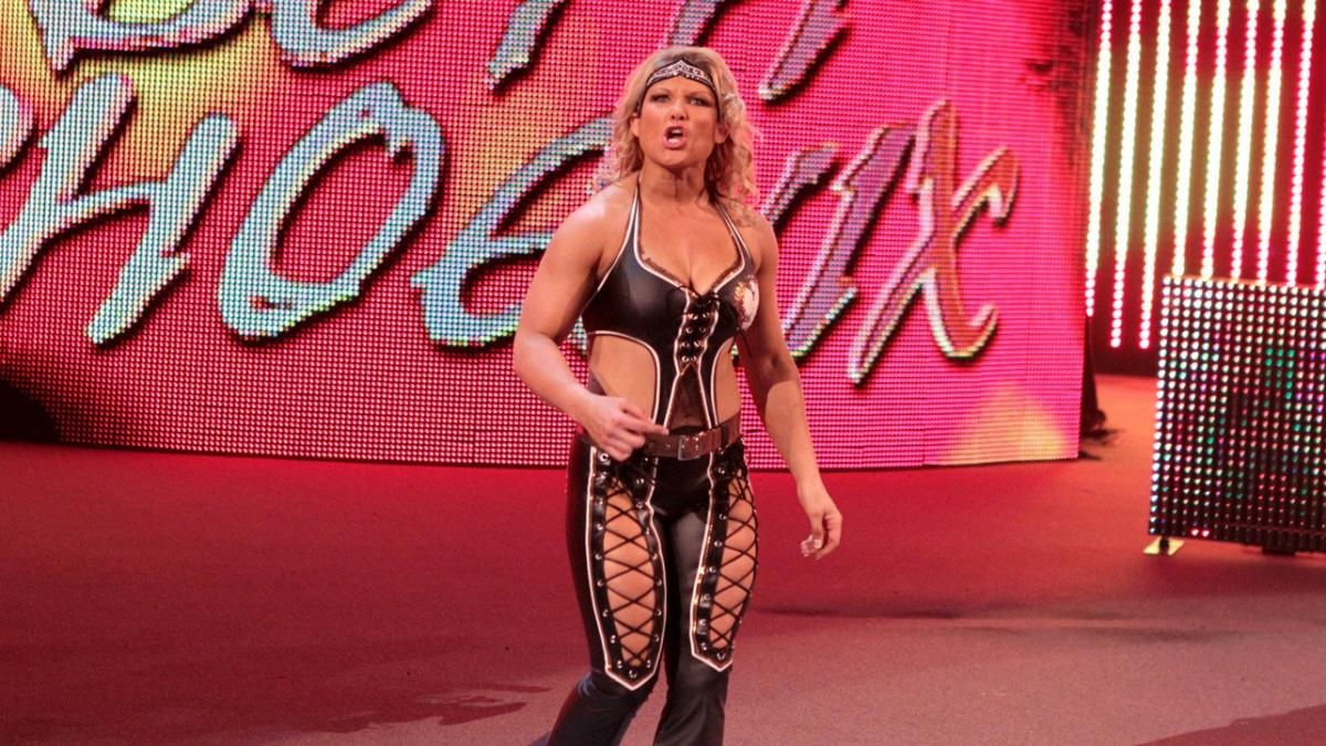 WWE pode ter planos de Beth Phoenix regressar aos ringues