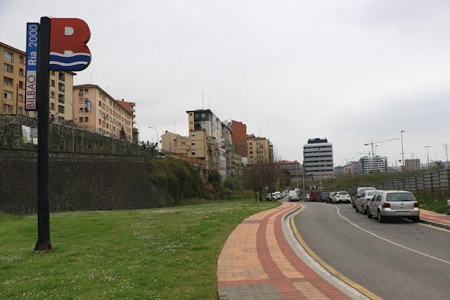 Señal de Bilbao Ría 2000 en el barrio de Desierto