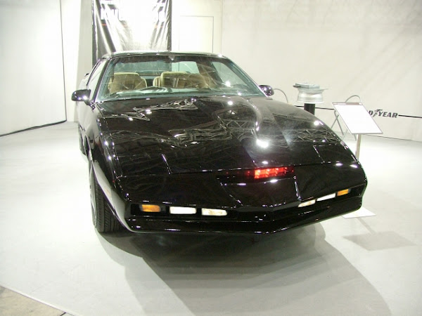霹靂遊俠的霹靂車 Knight 2000,K.I.T.T.1982 分享於 Wikipedia,CC by 3.0