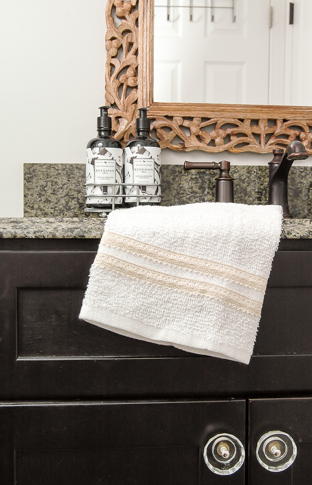 Dollar Store DIY: Easy 5 Minute Farmhouse Towels
