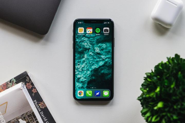 Mengapa Pengguna iPhone sering Diidentikkan Orang Kaya?