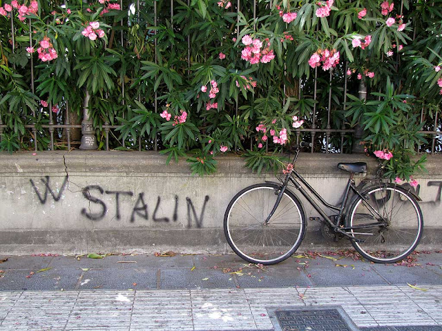 W Stalin, bicycle, via Magenta, Livorno