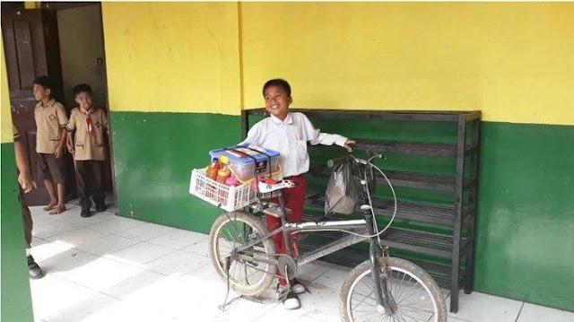 Kisah Pilu Anak Yatim Piatu yang Jualan Cilok Usai Pulang Sekolah Untuk Hidupi 2 Adiknya