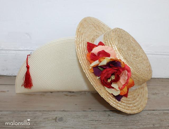 Conjunto de bolso abanico y sombrero de paja en tonos rojo y crudo de marca malonsilla