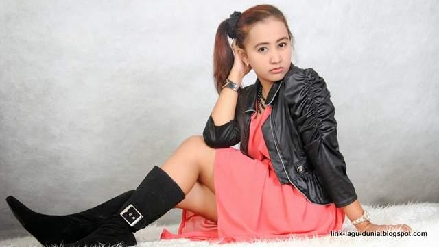 Foto Frida Angella penyanyi Becekin Adek Bang