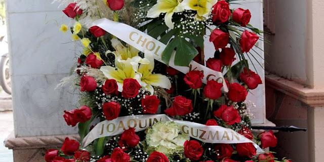 """""""El Chapo Guzmán"""" envía flores al panteón Jardines del Humaya"""