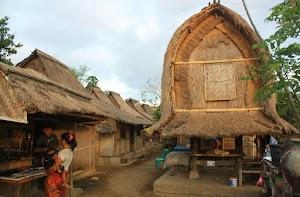 Bagaimana Sistem Kepercayaan Masyarakat Sasak Lombok Pada Zaman Lampau?