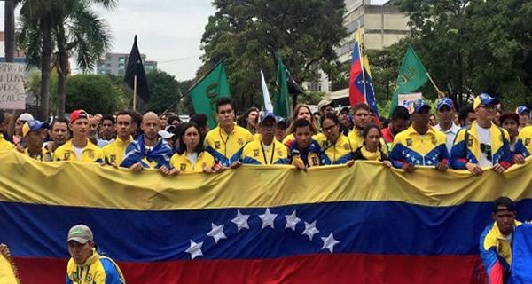 ¡POR LA LIBERTAD DE VENEZUELA! Jóvenes larenses iniciaron heroica cruzada desde Barquisimeto hacia Caracas #8Jun