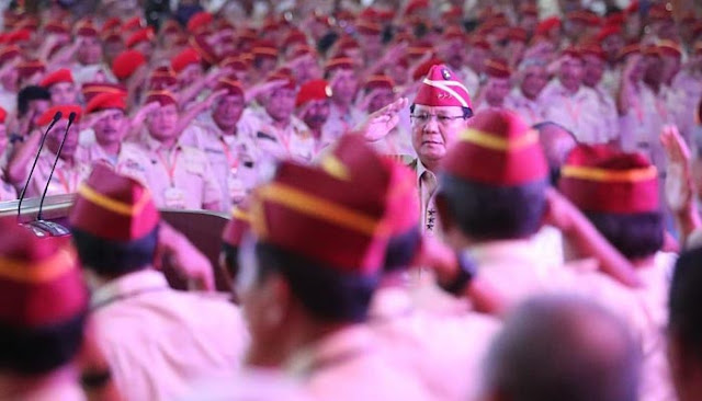 Berikan Dukungan, Ribuan Purnawirawan TNI/Polri 'Geruduk' Rumah Prabowo