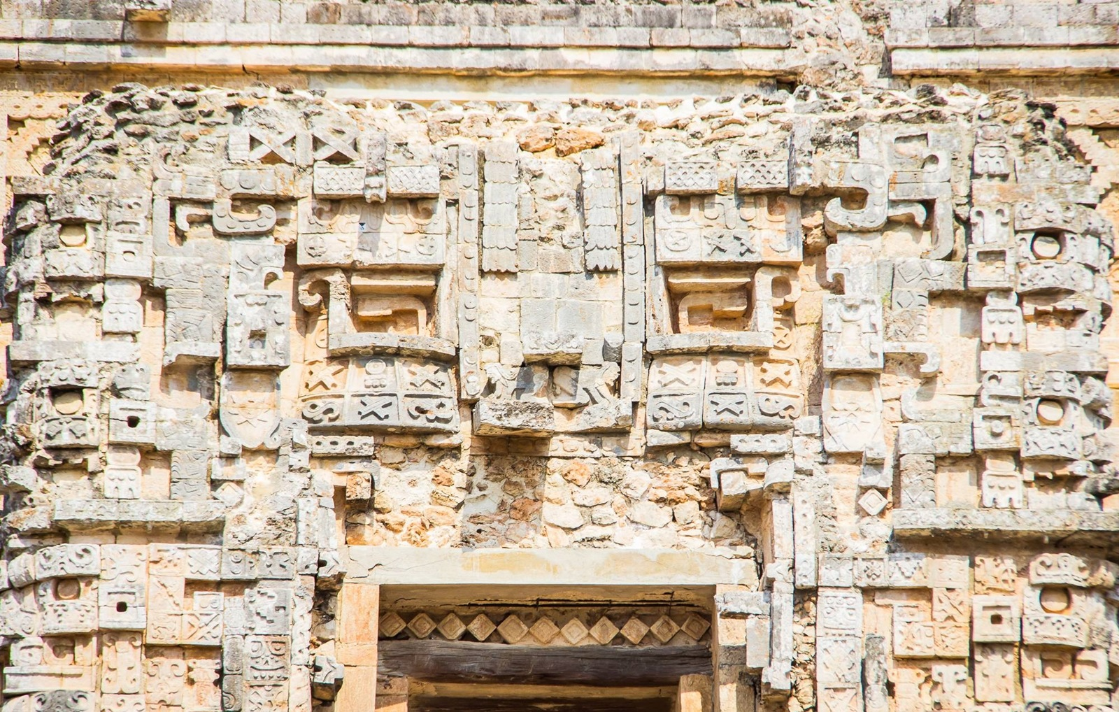 "<img src  The Magic of Uxmal.jpg"" lt="" http://dailytravelexperience.blogspot.rs/"" />"