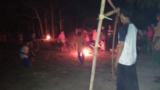 Santri Ponpes Kebon Pring Sambut Rhamadhan Dengan Bermain Sepak Bola Api