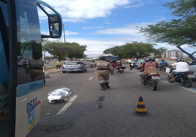 Homem morre após supostamente ter se jogado na frente de ônibus em Aracaju