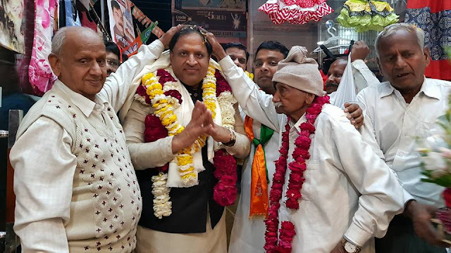 Cabinet Minister Vipul Goyal receives a grand reception at Old Faridabad during Vikas Kranti Yatra