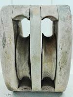 744-lampara-antigua-polea-madera-sietecuatrocuatro