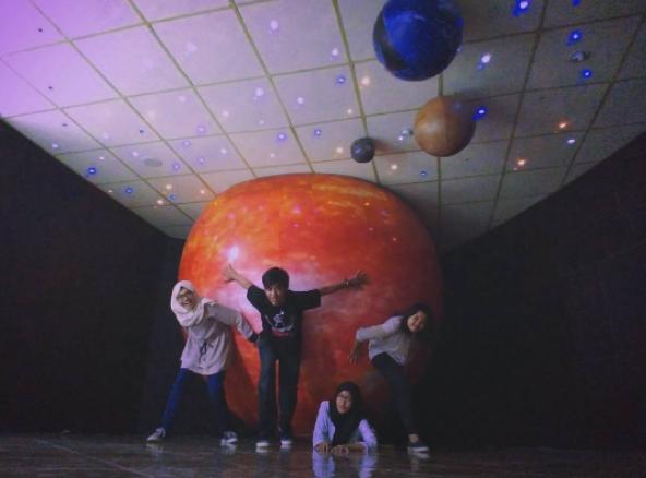 tempat wisata yang romantis di jakarta - planetarium