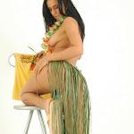 Andrea Rincon, Selena Spice Galeria 13: Hawaiana Camiseta Amarilla Foto 73