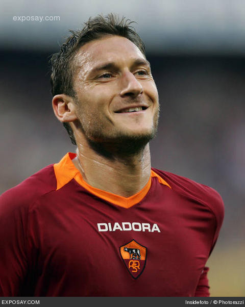 Soccer Players: All Popular Sports Players Images: Francesco Totti Soccer
