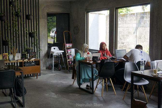 Ruangan kedai Imba Coffee nyaman untuk bekerja