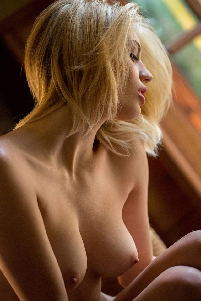 topless-blonde-beauties