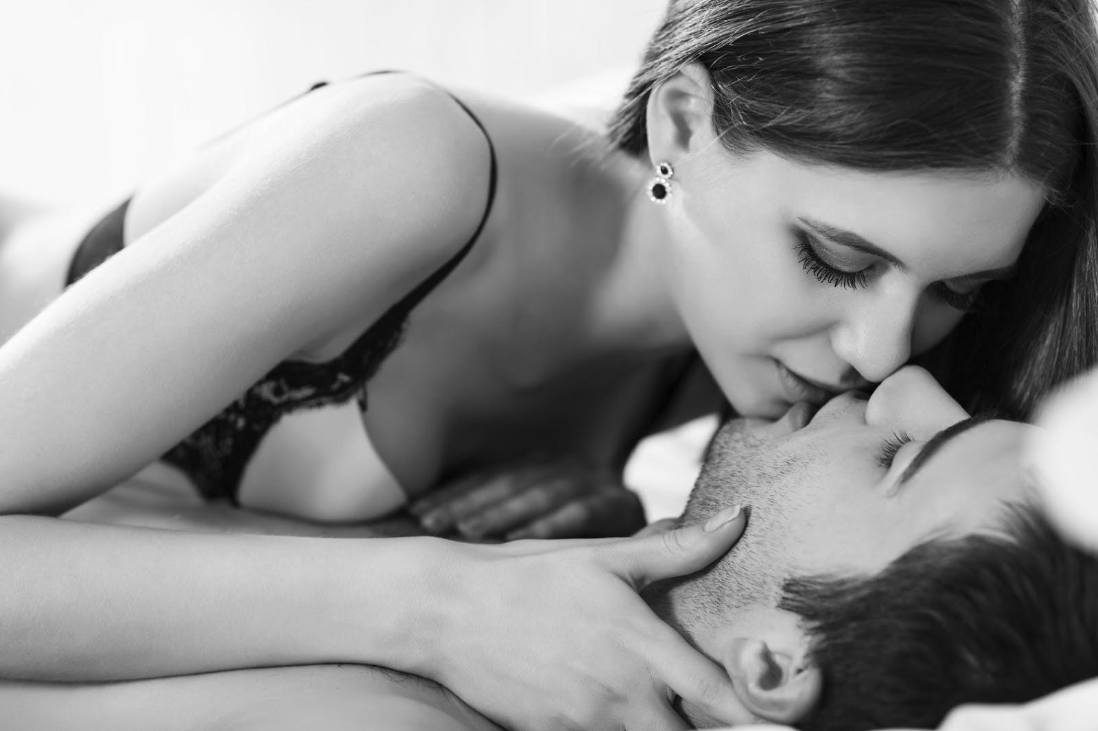 Фото поцелуев сисек, Kiss Sex Фото со стоков и изображения 12 фотография