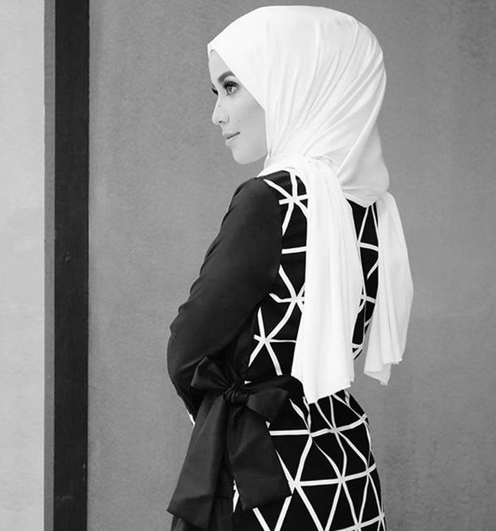 Foto Bella Dally - Pelakon Bertudung Malaysia