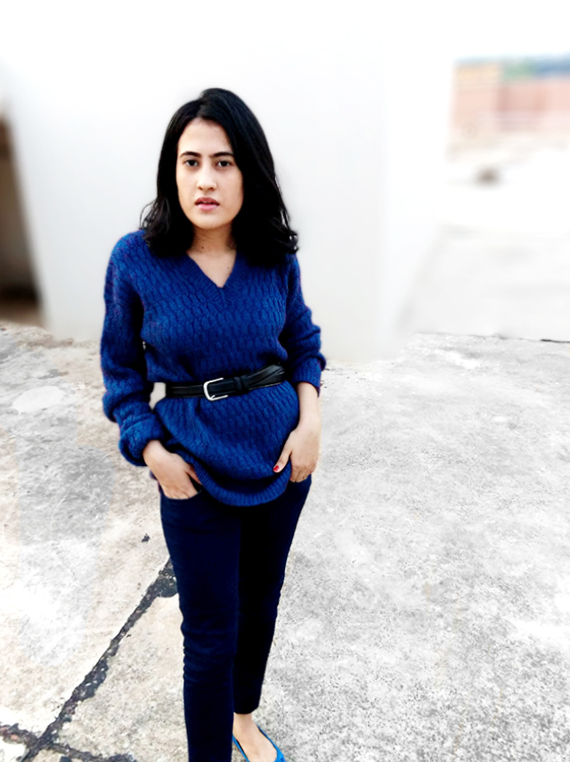 belted blue sweater,blue monochrome outfit