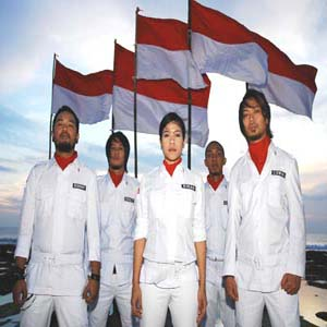 Download MP3 COKELAT - Bendera
