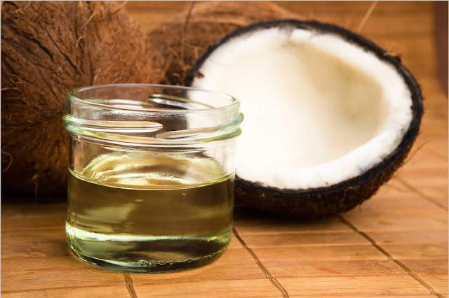 Dầu dừa giúp ngăn rụng tóc đơn giản