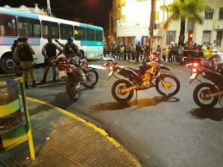Ônibus colide com moto e deixa dois mortos em Campina Grande; veja