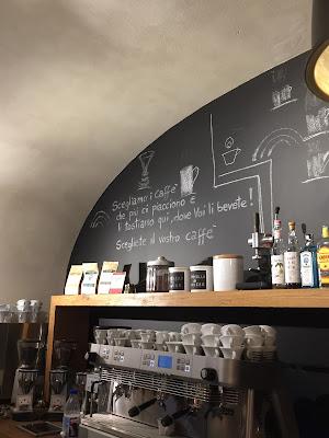 Scegliamo i caffè che più ci piacciono e li tostiamo qui, dove Voi li bevete! Scegliete il vostro caffè.