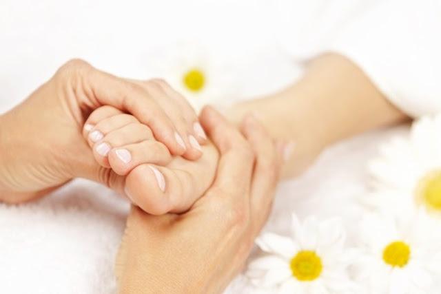 تدليك القدمين يعزيز حياتك الزوجية؟