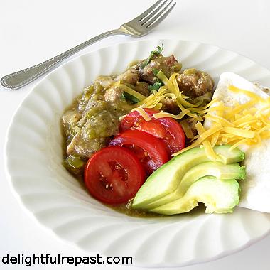 Chili Verde - Chile Verde - Green Chili - Cerdo en Salsa Verde / www.delightfulrepast.com