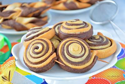 http://kolorowyprzepisownik.blogspot.com/2017/01/faworki-cake-pops-i-faworki-dwa-kolory.html