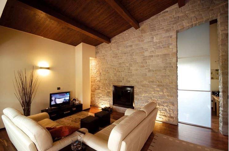 Ristrutturazione casa di campagna soluzioni materiali prezzi edilizia in un click - Pietra decorativa interni ...