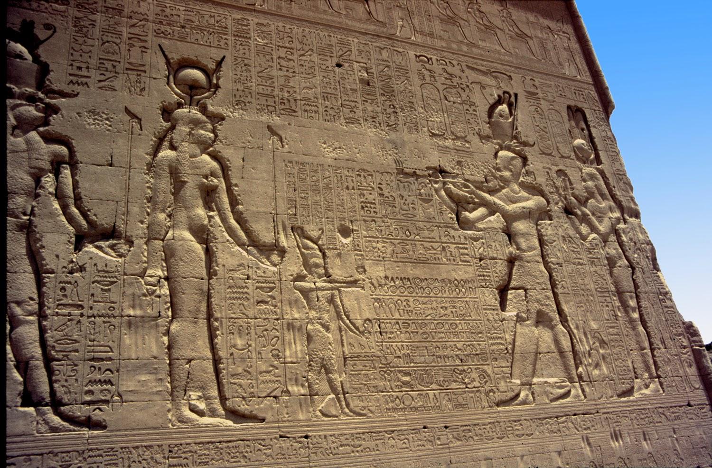Relieves de Cleopatra VII y su hijo Cesarion