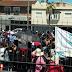 FAMILIAS ENTERAS RECLAMARON ALIMENTOS EN HÍPERMERCADOS DEL CONURBANO BONAERENSE