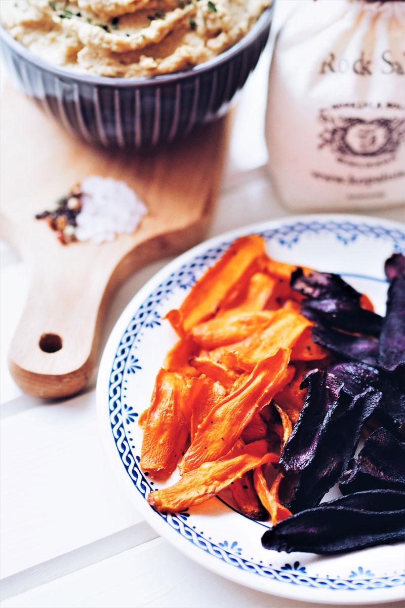 Pieczone chipsy z marchewki jako alternatywa dla sklepowych chrupek.