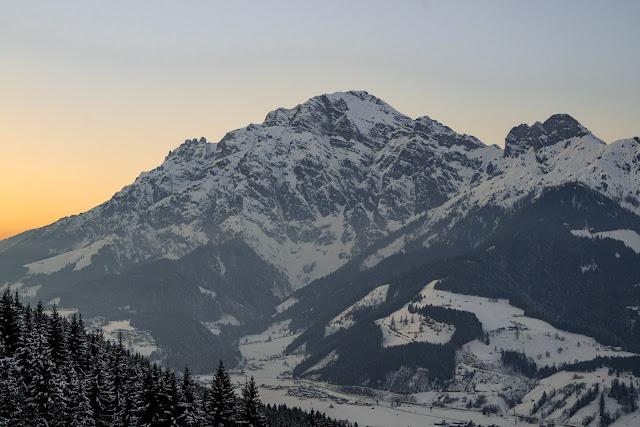 Nachtrodeln und Winterwandern in Saalfelden-Leogang  im Salzburgerland  Winterwanderung zur Einsiedelei  Nachtrodeln am Biberg 02