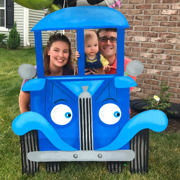 cozy birdhouse | little blue truck photo booth