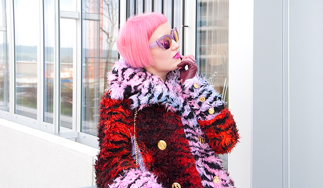 winter look, shaggy fur coat, pink hair