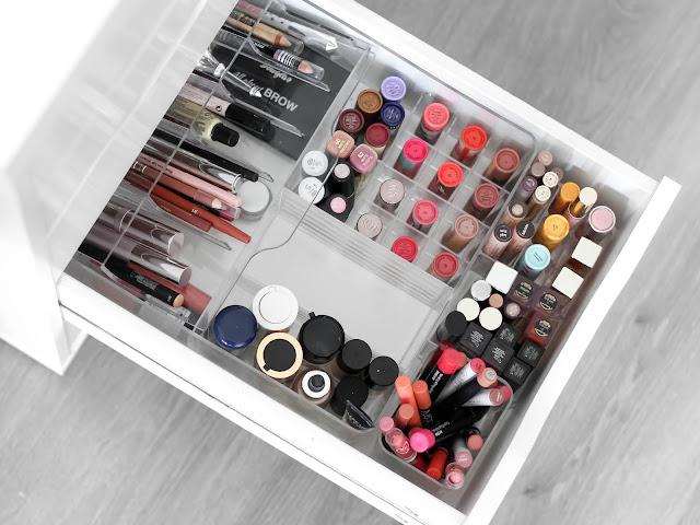 kosmetická sbírka rtěnky, produkty na rty