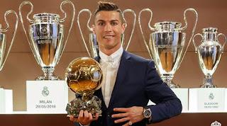 Cristiano Ronaldo Raih Ballon d'Or 2017