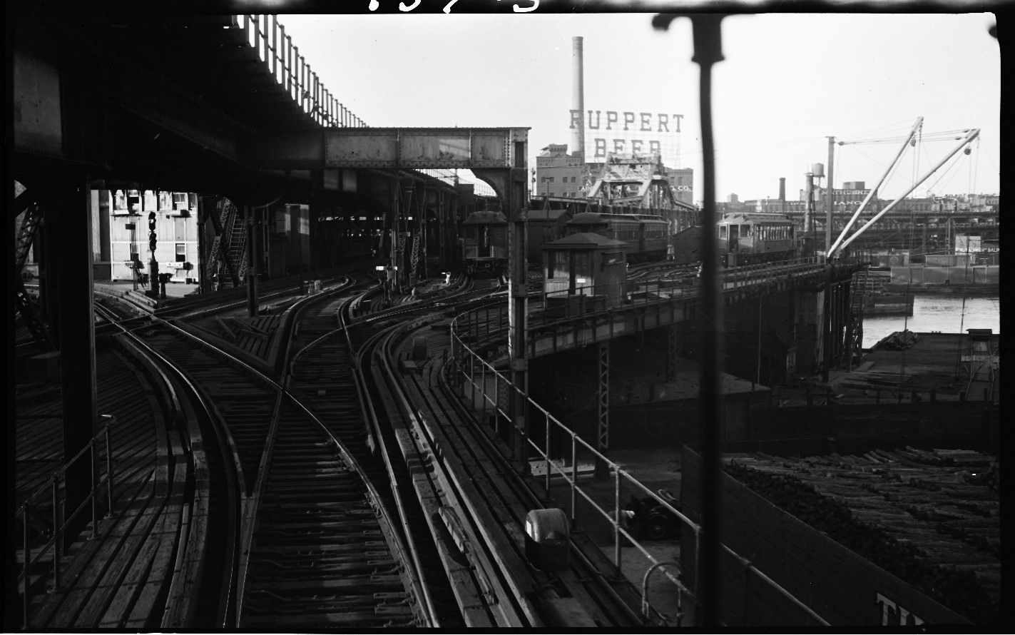 War Of Yesterday Riding The El 11 Second Avenue