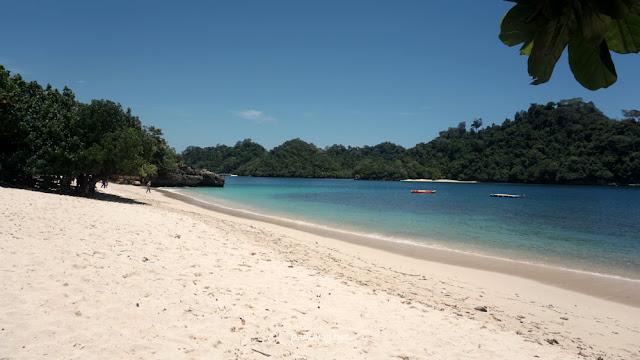 Pantai Tiga Warna Malang