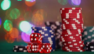Blackjack dealing machine