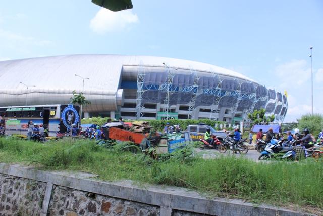 Suasana Luar Stadion GBLA Sebelum Laga Persib vs Persija
