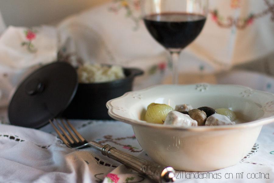 Cómo preparar blanqueta de ternera con guarnición a la antigua y arroz pilaf al horno. Receta y paso a paso