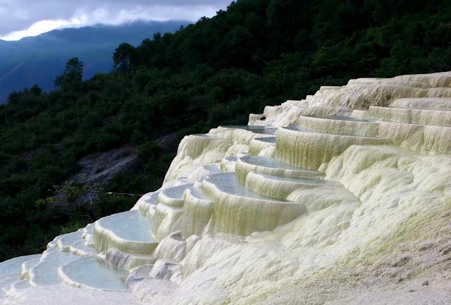 As incríveis piscinas naturais de Baishui
